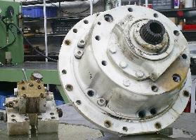 poclain-reparation-pompe-moteur